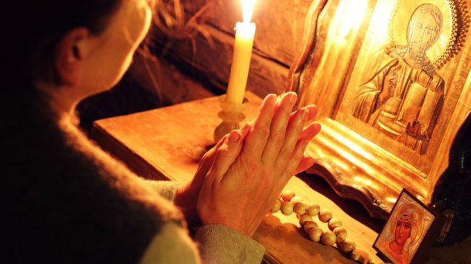 Rugăciune pentru sănătate: Cum şi cui trebuie să te rogi ca să te vindeci de boli!
